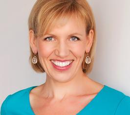 Mari Smith - headshot turquoise
